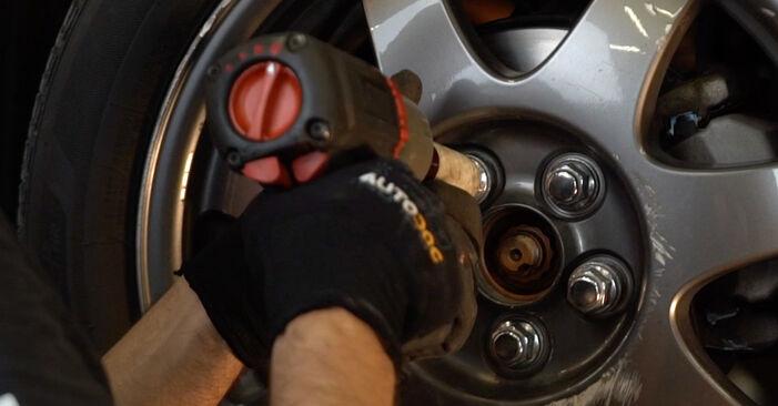 Como substituir TOYOTA PRIUS Hatchback (NHW20_) 1.5 (NHW2_) 2004 Tirante da Barra Estabilizadora - manuais e guias de vídeo passo a passo