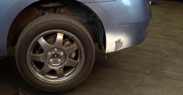 Substituição de Toyota Prius 2 1.5 Hybrid (NHW2_) 2005 Tirante da Barra Estabilizadora: manuais gratuitos de oficina