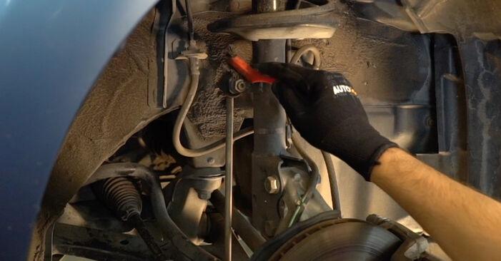 Como substituir Tirante da Barra Estabilizadora no TOYOTA PRIUS Hatchback (NHW20_) 2008: descarregue manuais em PDF e instruções em vídeo