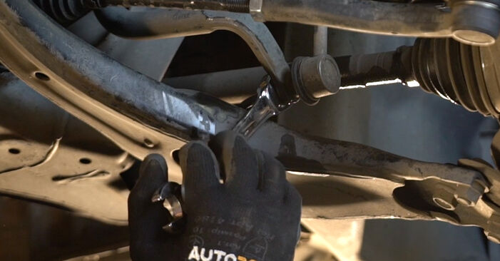 Quão difícil é efetuar a substituição de Tirante da Barra Estabilizadora no Toyota Prius 2 1.5 (NHW2_) 2009 por si mesmo - descarregue o guia ilustrado