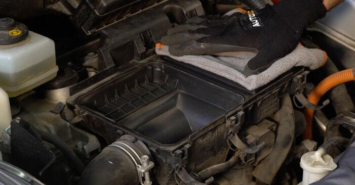 Wie schwer ist es, selbst zu reparieren: Luftfilter Toyota Prius 2 1.5 (NHW2_) 2009 Tausch - Downloaden Sie sich illustrierte Anleitungen