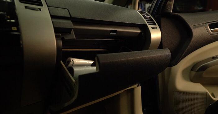 Wie Innenraumfilter Toyota Prius 2 1.5 (NHW2_) 2003 tauschen - Kostenlose PDF- und Videoanleitungen