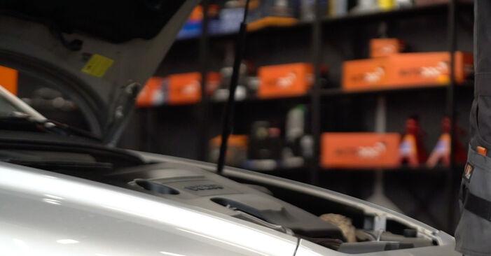 Hvordan skifte Drivstoffilter på Volvo v50 mw 2003 – gratis PDF- og videoveiledninger