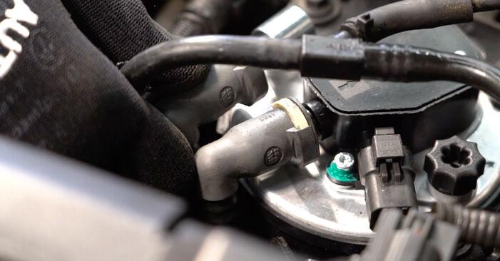 Hvordan skifte Drivstoffilter på VOLVO V50 (545) 2005 – tips og triks
