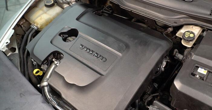 Hvordan bytte VOLVO V50 (545) 1.6 D2 2007 Drivstoffilter selv – veiledning på nettet
