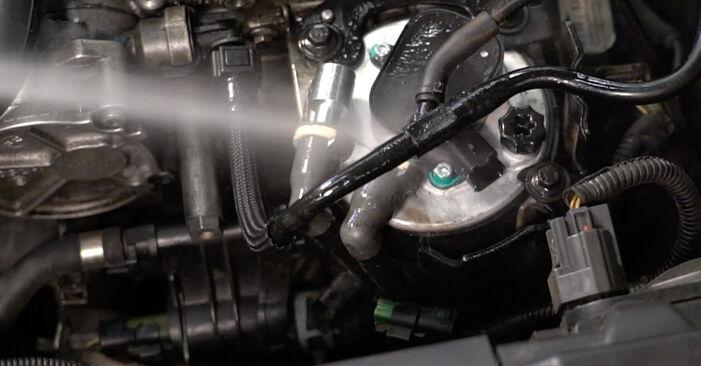 Hvordan skifte Drivstoffilter på VOLVO V50 (545) 2008: Last ned PDF- og videoveiledninger