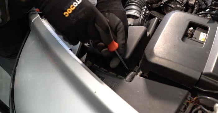 Luftfilter Volvo V50 Kombi 1.6 D2 2005 wechseln: Kostenlose Reparaturhandbücher