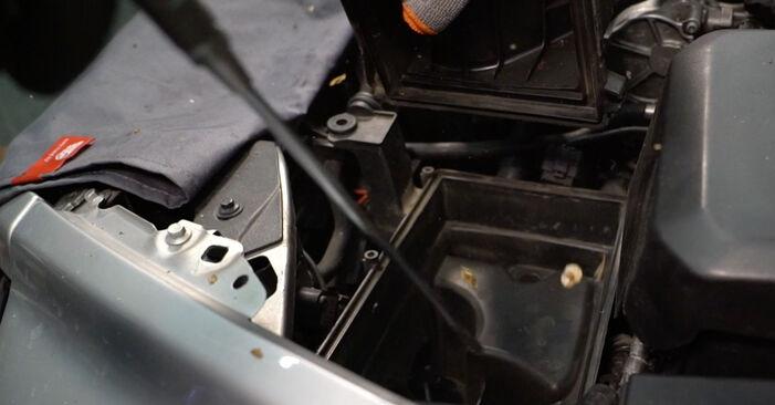 Luftfilter beim VOLVO V50 2.5 T5 2010 selber erneuern - DIY-Manual