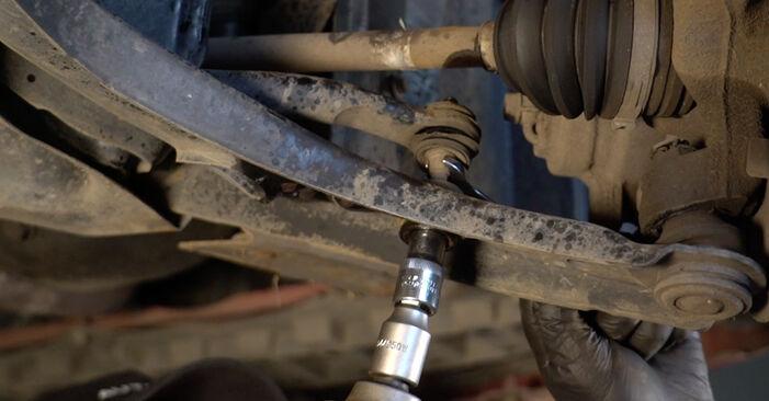Wie schwer ist es, selbst zu reparieren: Koppelstange PEUGEOT 107 1.0 2011 Tausch - Downloaden Sie sich illustrierte Anleitungen