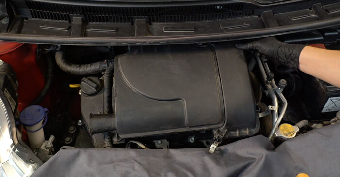 107 Hatchback (PM_, PN_) 1.0 2006 Oro filtras savarankiško keitimo instrukcija