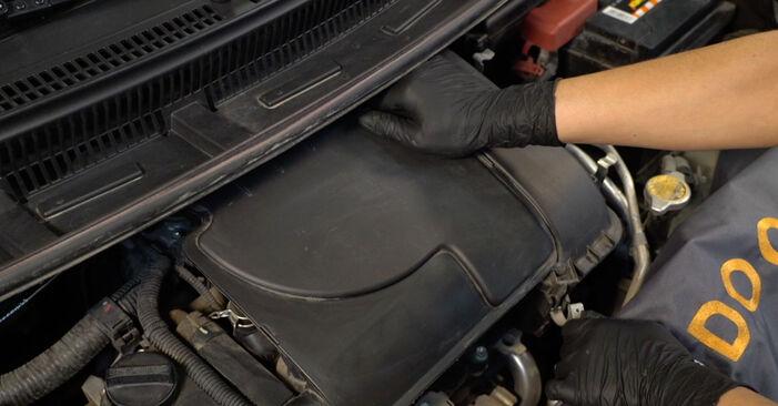 Savarankiškas PEUGEOT 107 Hatchback (PM_, PN_) 1.4 HDi 2008 Oro filtras keitimas