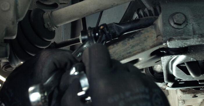 Hvordan bytte FORD Fiesta Mk5 Hatchback (JH1, JD1, JH3, JD3) 1.3 2005 Stabilisatorstag selv – veiledning på nettet