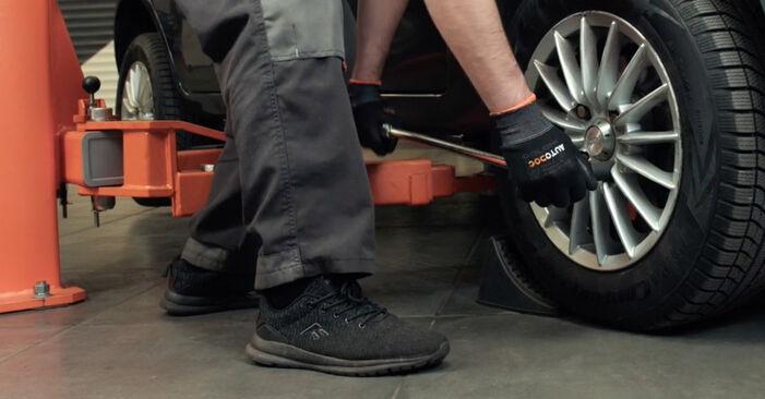 Slik bytter du FORD Fiesta Mk5 Hatchback (JH1, JD1, JH3, JD3) 1.4 TDCi 2002 Stabilisatorstag selv – trinn-for-trinn veiledninger og videoer