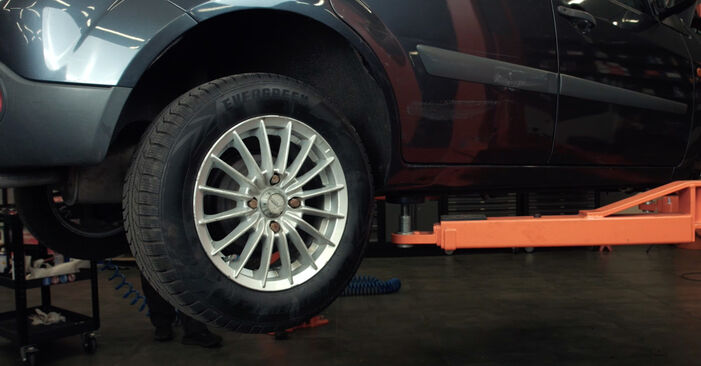 Hvordan skifte Drivstoffilter på Ford Fiesta Mk5 2001 – gratis PDF- og videoveiledninger