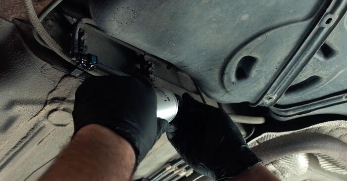 Vanskelighetsgrad: Bytte av Drivstoffilter på Ford Fiesta Mk5 1.6 16V 2007 – last ned illustrert veiledning