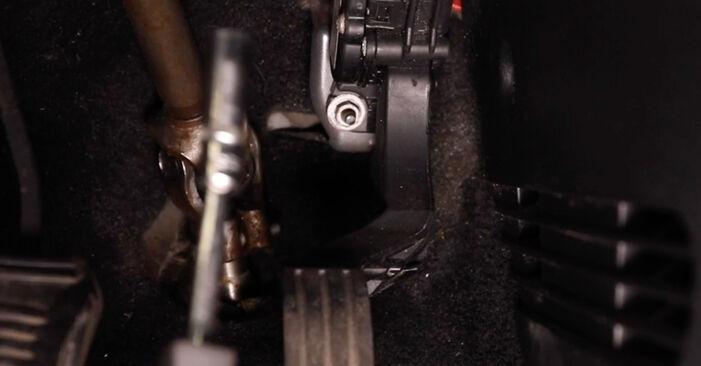 Kaip pakeisti Oro filtras, keleivio vieta la Ford Fiesta Mk5 2001 - nemokamos PDF ir vaizdo pamokos