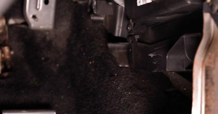 Ford Fiesta Mk5 1.4 16V 2003 Oro filtras, keleivio vieta keitimas: nemokamos remonto instrukcijos