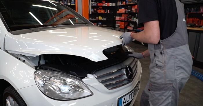 Wie Zündkerzen Mercedes W245 B 180 CDI 2.0 (245.207) 2005 tauschen - Kostenlose PDF- und Videoanleitungen