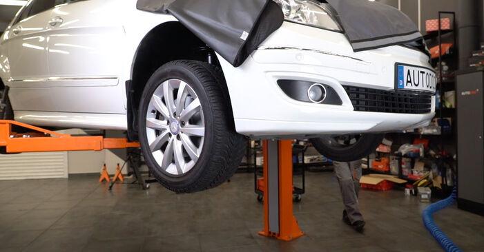 Quanto è difficile il fai da te: sostituzione Filtro Olio su Mercedes W245 B 180 1.7 (245.232) 2011 - scarica la guida illustrata
