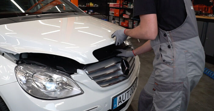 Come cambiare Filtro Aria su Mercedes W245 2005 - manuali PDF e video gratuiti