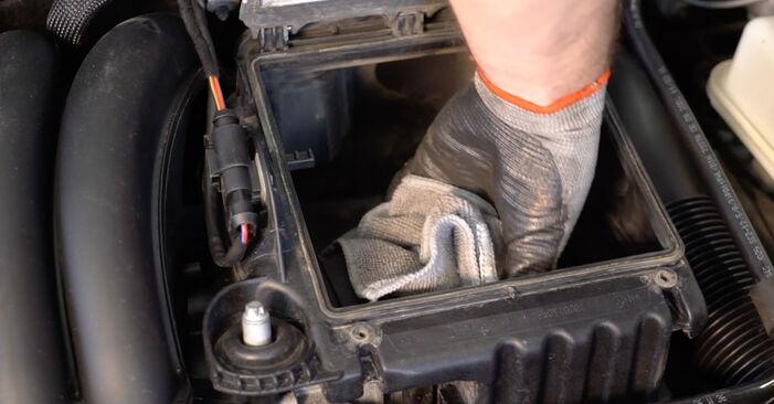 Quanto è difficile il fai da te: sostituzione Filtro Aria su Mercedes W245 B 180 1.7 (245.232) 2011 - scarica la guida illustrata