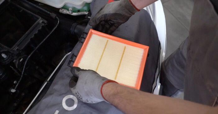 Devi sapere come rinnovare Filtro Aria su MERCEDES-BENZ B-CLASS ? Questo manuale d'officina gratuito ti aiuterà a farlo da solo