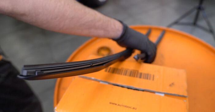 Como trocar Escovas do Limpa Vidros no Honda Insight ZE2/ZE3 2009 - manuais gratuitos em PDF e vídeo