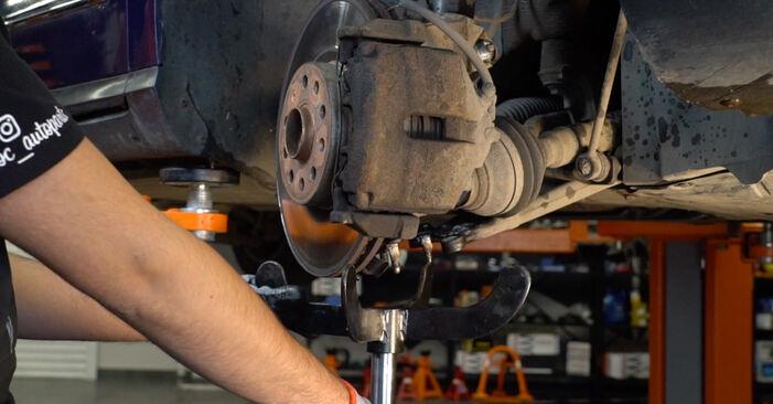 Byt VW PASSAT 2.0 TDI Fjädrar: guider och videoinstruktioner online