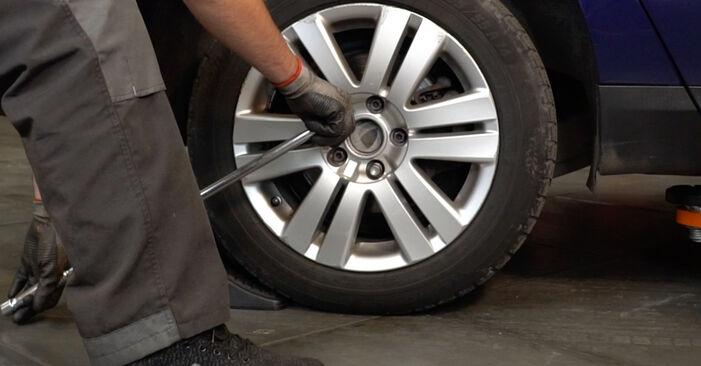 Jak wymienić VW Passat Variant (3C5) 2.0 TDI 2006 Zawieszenie - instrukcje krok po kroku i filmiki instruktażowe