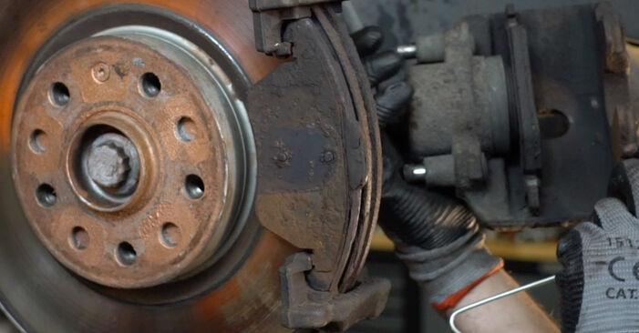 Austauschen Anleitung Bremsbeläge am Passat B6 Variant 2008 2.0 TDI selbst