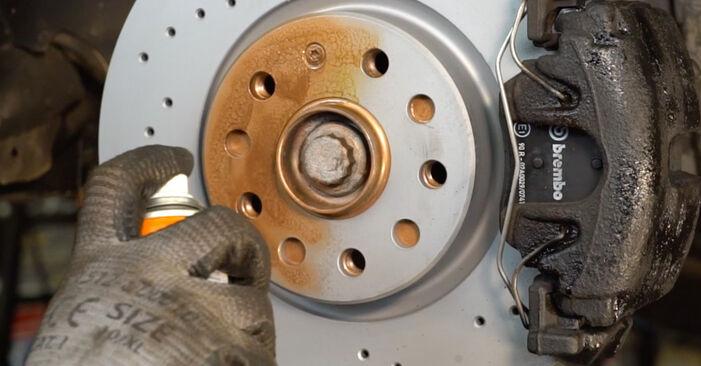 Bremsbeläge am VW Passat Variant (3C5) 2.0 TDI 16V 4motion 2010 wechseln – Laden Sie sich PDF-Handbücher und Videoanleitungen herunter