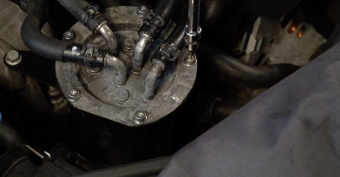 Wechseln Kraftstofffilter am VW Passat Variant (3C5) 2.0 FSI 2008 selber