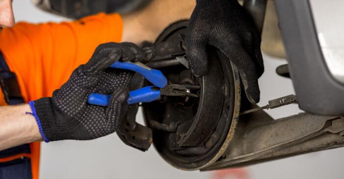 OPEL CORSA 1.2 (F08, F68) Bremsbacken ausbauen: Anweisungen und Video-Tutorials online