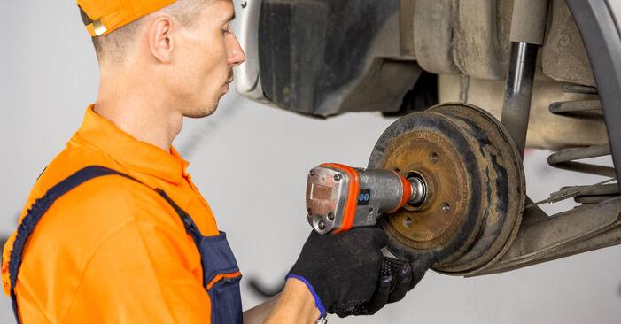 Wechseln Bremsbacken am OPEL Corsa C Schrägheck (X01) 1.2 Twinport (F08, F68) 2003 selber