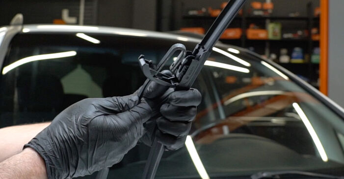 Changing Wiper Blades on OPEL Zafira A (T98) 1.6 16V (F75) 2002 by yourself