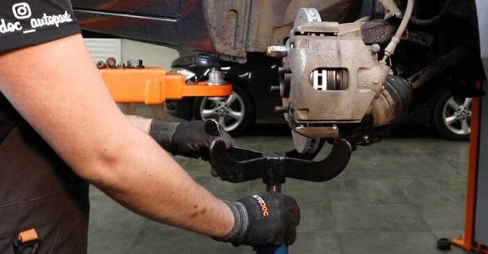 Bytte Støtdemper på Ford Fiesta Mk5 2001 1.4 TDCi alene
