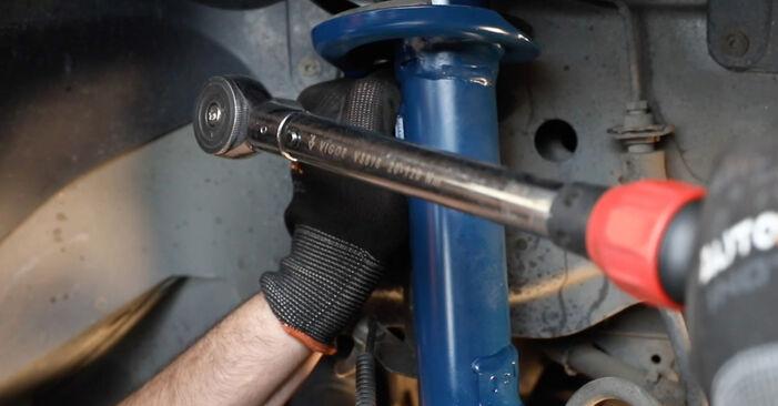 Hvordan skifte Støtdemper på FORD Fiesta Mk5 Hatchback (JH1, JD1, JH3, JD3) 2006: Last ned PDF- og videoveiledninger