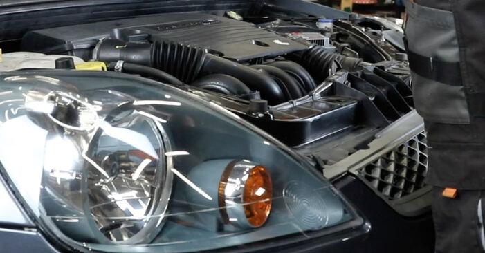 Hvordan bytte FORD Fiesta Mk5 Hatchback (JH1, JD1, JH3, JD3) 1.3 2005 Støtdemper selv – veiledning på nettet