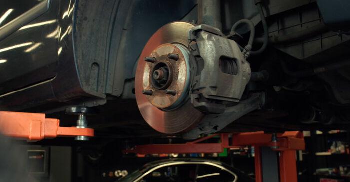 Tidsforbruk: Bytte av Støtdemper på Ford Fiesta Mk5 2009 – informativ PDF-veiledning