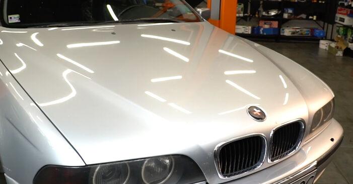 Austauschen Anleitung Luftfilter am BMW E39 1996 523i 2.5 selbst