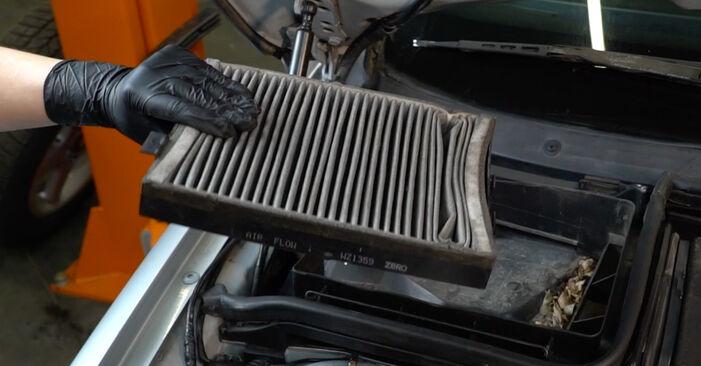 Kaip nuimti BMW 5 SERIES 525tds 2.5 1999 Oro filtras, keleivio vieta - nesudėtingos internetinės instrukcijos