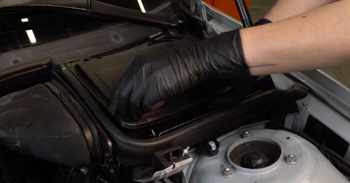 Ar sudėtinga pasidaryti pačiam: BMW E39 525i 2.5 2001 Oro filtras, keleivio vieta keitimas - atsisiųskite iliustruotą instrukciją