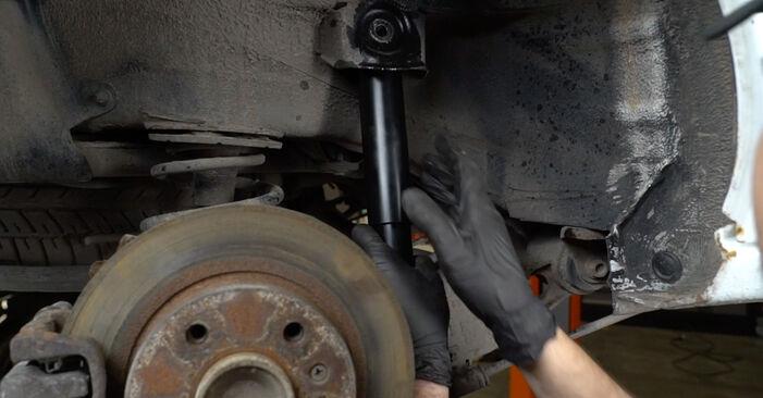 Trinn-for-trinn anbefalinger for hvordan du kan bytte Opel Zafira f75 2005 2.2 16V (F75) Støtdemper selv