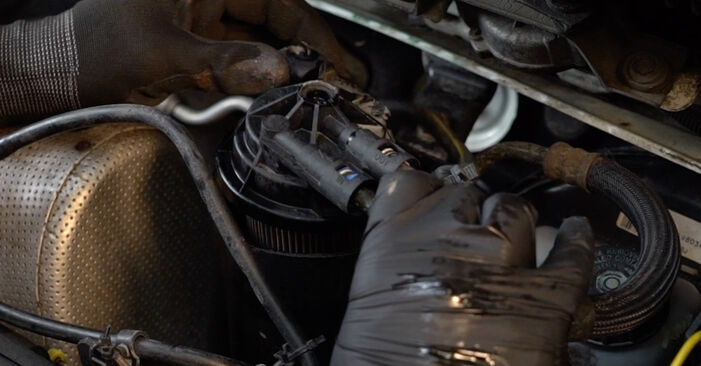 Смяна на Горивен филтър на Opel Zafira f75 2002 2.0 DTI 16V (F75) самостоятелно