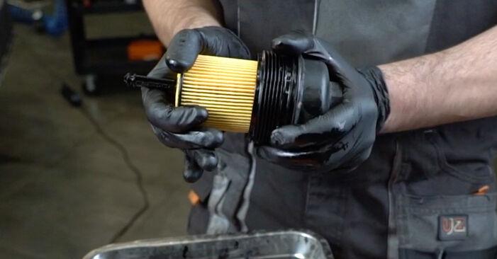 Hinweise des Automechanikers zum Wechseln von OPEL Zafira A (T98) 2.2 DTI 16V (F75) 1999 Ölfilter