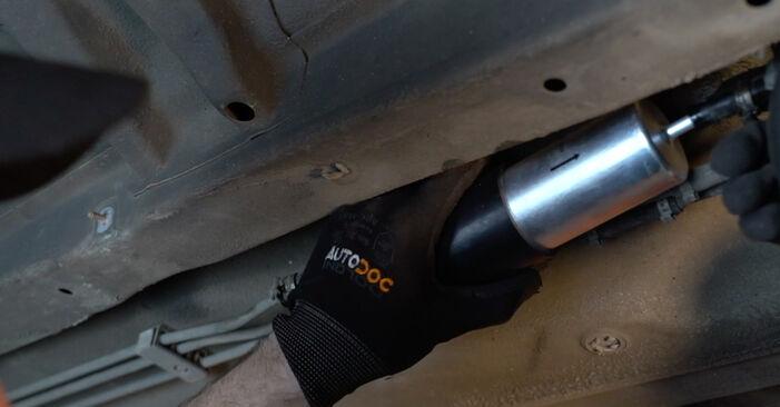 Podrobná doporučení pro svépomocnou výměnu BMW E39 1999 525tds 2.5 Palivový filtr