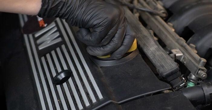 BMW 5 SERIES 523i 2.5 Zündkerzen ausbauen: Anweisungen und Video-Tutorials online