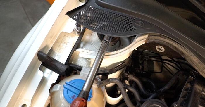 Schritt-für-Schritt-Anleitung zum selbstständigen Wechsel von VW Polo 5 Limousine 2009 1.6 Stoßdämpfer