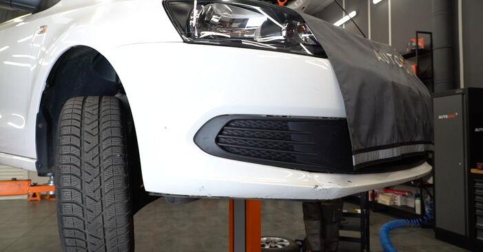 Wie Ölfilter VW Polo 5 Limousine 1.6 TDI 2009 tauschen - Kostenlose PDF- und Videoanleitungen