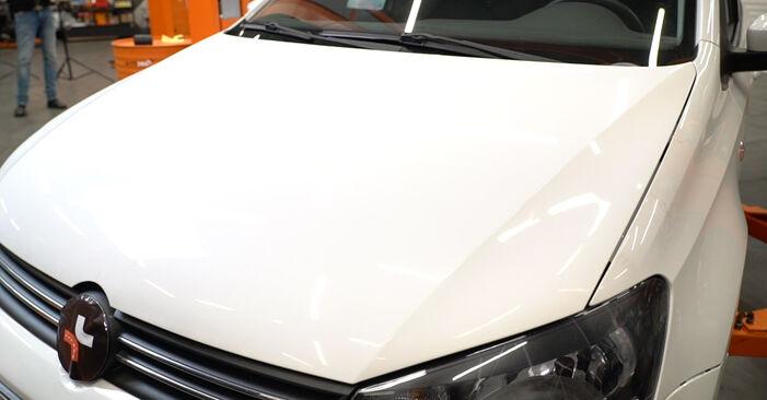 VW Polo Limousine (602, 604, 612, 614) 1.2 TDI 2010 Luftfilter selbst wechseln - Handbuch online